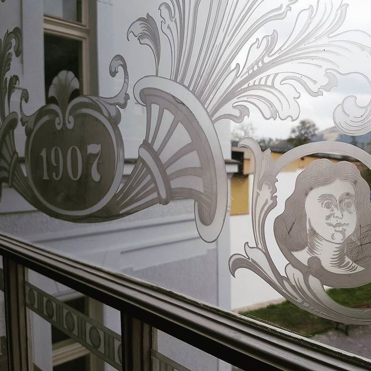 Rosenfeldov palac krasne leptane zasklenia. Exkurzia v ramci ICOMOS. #icomos #zilina #leptanesklo