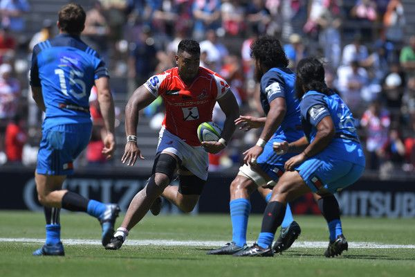 Uwe Helu Photos Photos - Uwe Helu #5 of Sunwolves runs with the ball during the Super Rugby match between the Sunwolves and the Blues at Prince Chichibu Stadium on July 15, 2017 in Tokyo, Japan. - Super Rugby Rd 17 - Sunwolves v Blues