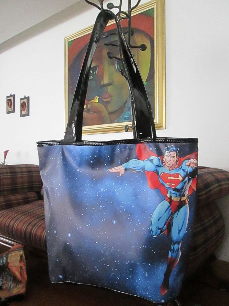 Cartera SuperMan azul Dimensiones: 48x36cm