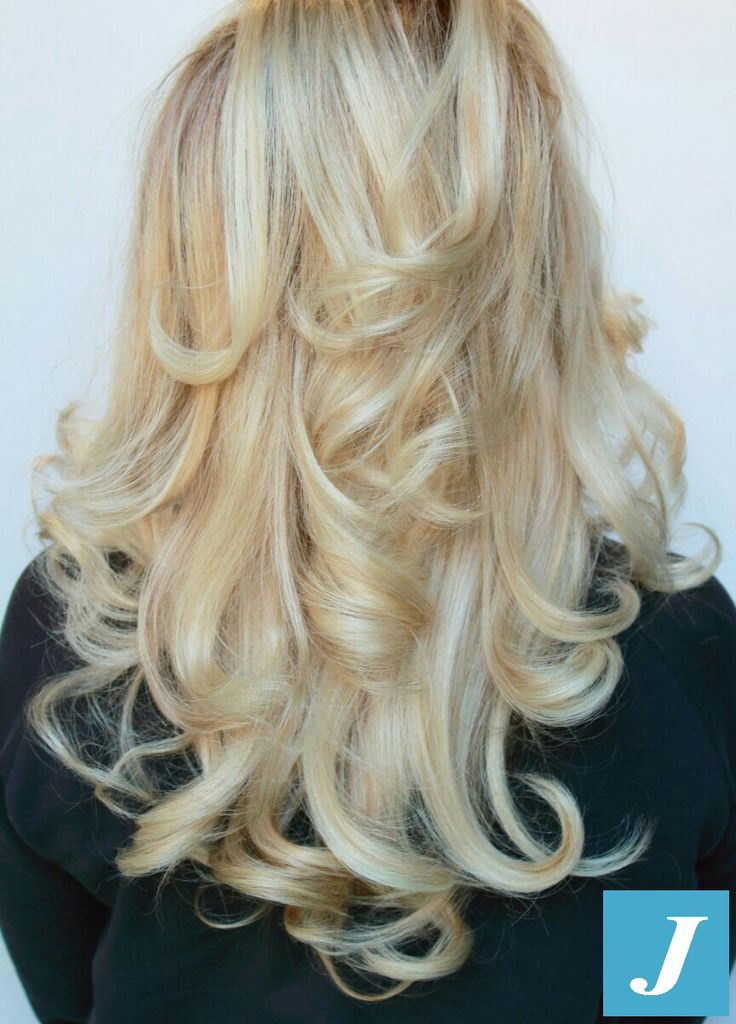 Voglia di biondo? Scegli le sfumature firmate Degradè Joelle 💎   #degradejoelle #blonde #braid #braidideas #brown #brunette #coolhair #curly #fashion #hair #haircolor #haircolour #haircut #hairdo #hairdye #hairfashion #hairideas #hairofinstagram #hairstyle #hairstyles #instafashion #instahair #longhair #longhairdontcare #perfectcurls #straight #straighthair #style