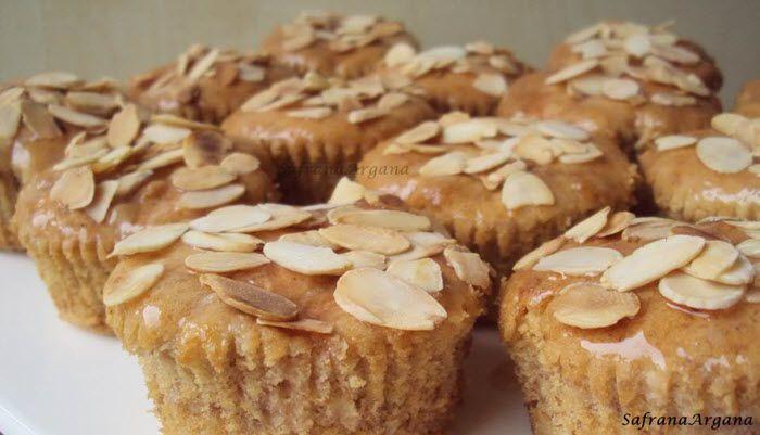 Recept voor heerlijke kweepeercakjes in een muffinvorm of als gewone cake. De kweepeer zit zowel in de cake als over de cake als siroop. Eet smakelijk!