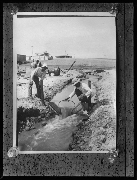 014767PD: The Broome Bore - testing the flow of water, 1911 https://encore.slwa.wa.gov.au/iii/encore/record/C__Rb2944239