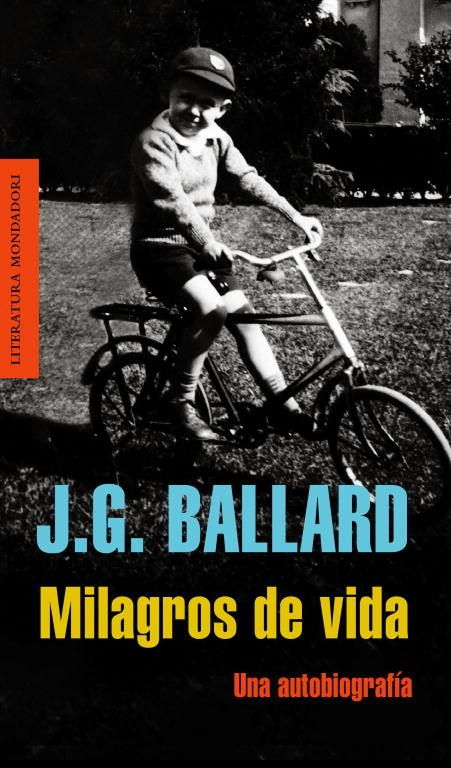 En una prosa sencilla y rebosante de sinceridad, J.G. Ballard recorre los momentos de su vida que inevitablemente influyeron en su escritura a la vez que retrata la época y los cambios sociales y artísticos que se producirían en la Gran Bretaña post bélica.