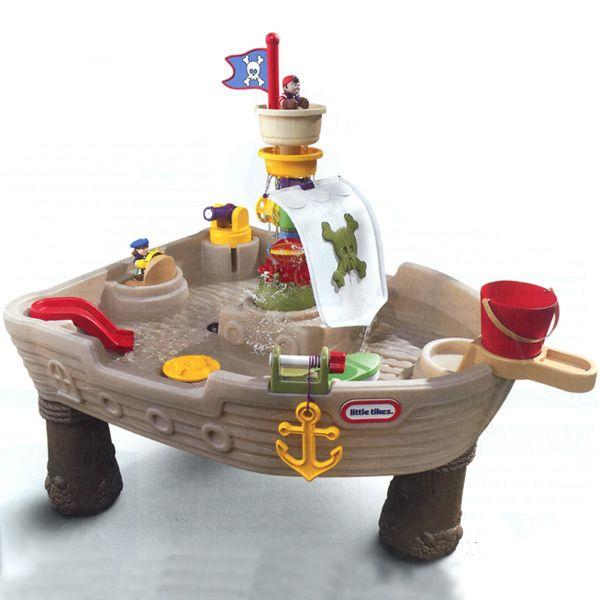 MiPetiteLife.es - Mesa Barco Pirata Juego de agua - Little Tikes. Conviértete en el capitán de este espectacular barco pirata, gracias a él la diversión de tus hijos no tendrá fin. Características:  - Con un cañón de agua. - Con un bote salvavidas. - Tobogán - Ancla que se mueve. www.MiPetiteLife.es