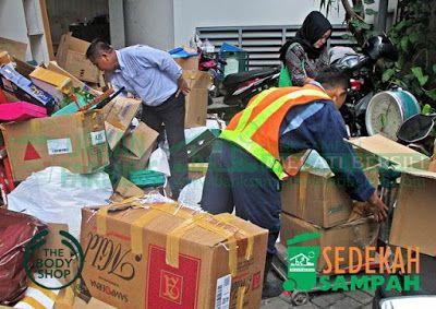 Bank Sampah Melati Bersih: Sedekah Sampah The Body Shop Indonesia