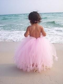 Beautiful!  Toddler Photography at the beach - love the tutu! This would be even more cute with all the girls in tutus posing while mom and dad kiss....