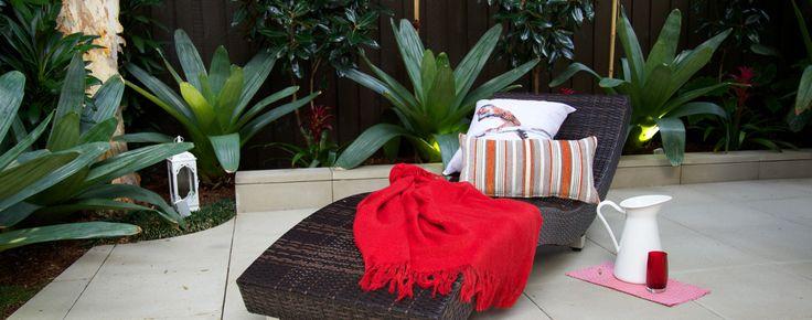 Courtyard furniture & decor