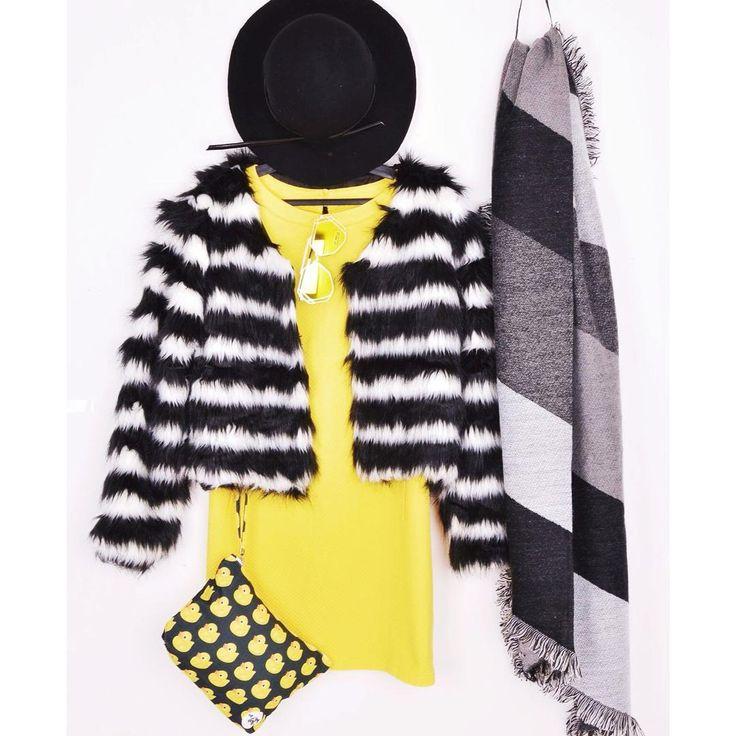 Thursday night vintage outfit 🐝 #szputnyikshop #szputnyik #budapest #vintage #outfit #ootd #blackandwhite #stripes #fauxfur #coat #warm #scarf #yellow #dress #60s #style #ducky #clutch #fedora #extraordinary #sunglasses