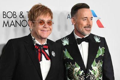 Elton John, 25 años luchando contra el sida. El artista ha recibido dos homenajes esta semana en EE UU por su lucha contra esta enfermedad a través de su fundación que creó tras dejar las drogas. El País, 2017-11-09 https://elpais.com/elpais/2017/11/09/gente/1510222845_632855.html