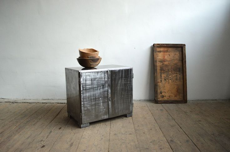 Small metal cabinet (artKRAFT Original Industrial Furniture)