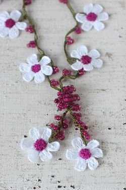 oya crochet flower motif necklace