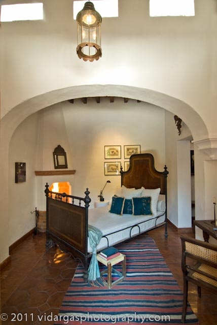 Best 246 spanish style design homes courtyards etc for Spanish style bedroom