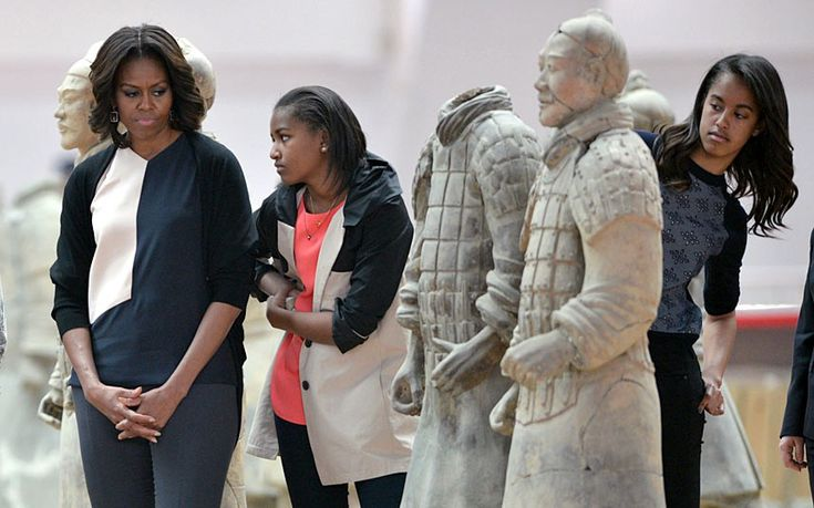 US First Lady Michelle Obama and daughters Sasha (centre) and Malia (right) look at the Terracotta Warriors in China's central Shaanxi province of Xian