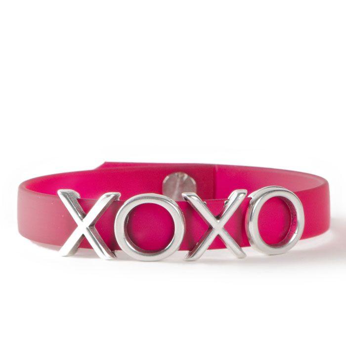 XOXOXO mit den Buchstabensildern aus Metall #buchstaben #buchstabenperlen #namensarmband #wunscharmband #armbänder #bracelets #diyschmuck #schmuckanleitung #schmuckshop #selbstgemacht #jewelrymaking #schmuckdesign #schmuckideen #wickelarmband