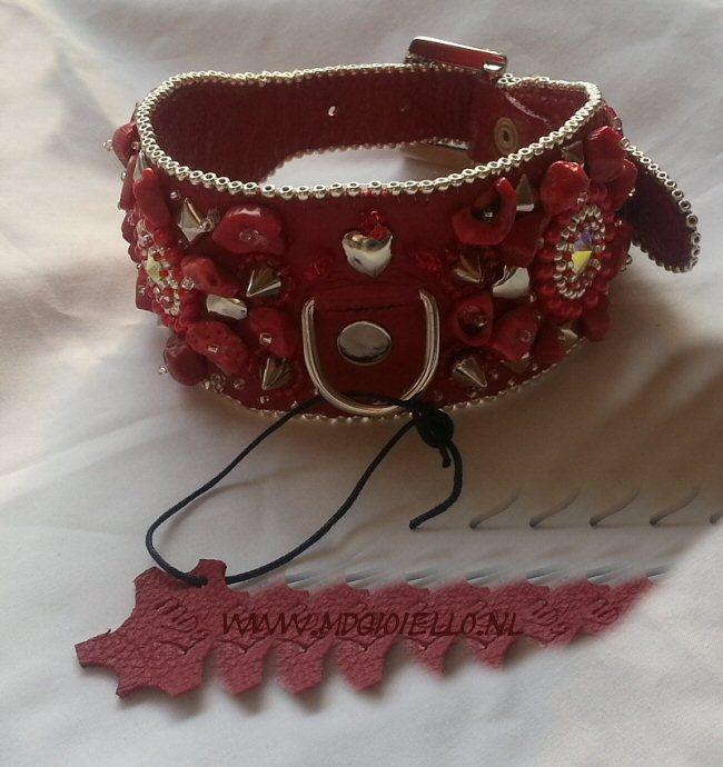 Halsband Bead embroidery - Koraal edelsteentjes, Rood Rundleer, stras ,swarovski elementen worden op maat gemaakt.