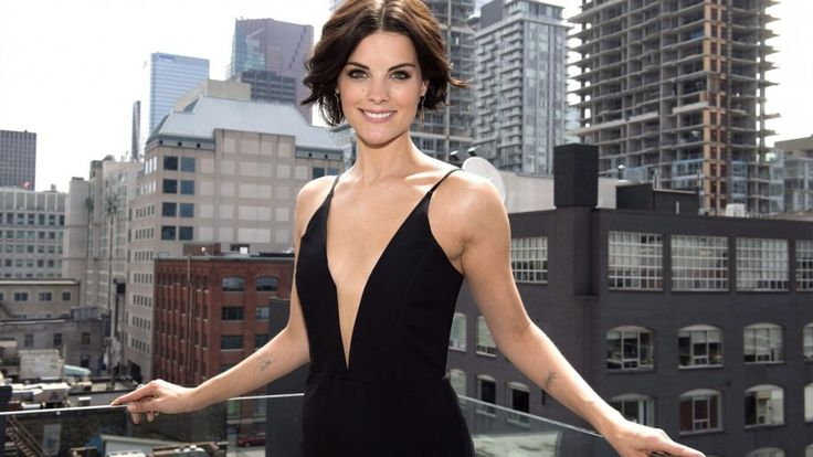"'Blindspot' star touts her role as a female Jason Bourne - Jaimie Alexander begins her work day by stripping and then getting completely covered in temporary tattoos. The star of NBC/CTV's new conspiracy thriller ""Blindspot"" proudly declares that the head-to-toe ink that covers her mysterious character is not fake."