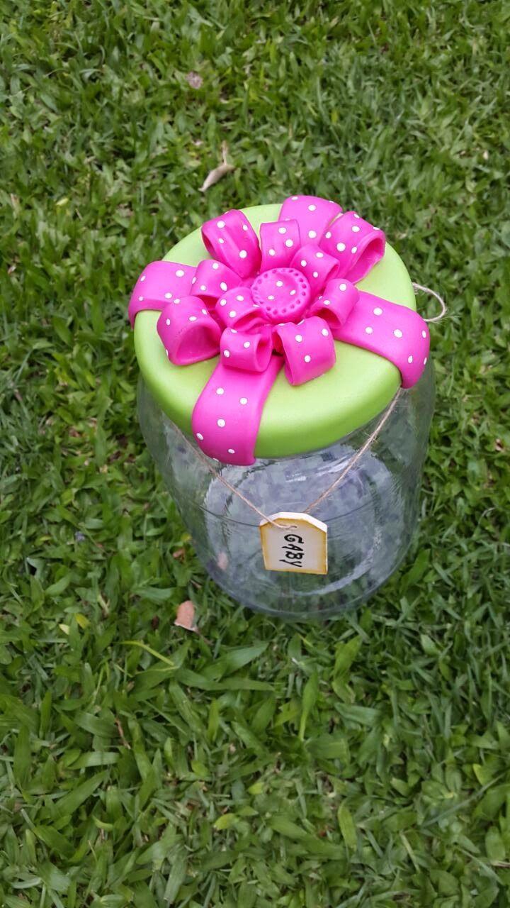 Caramelera. Regalo fin de año. Souvenir. Frasco de plástico, tapa revestida en porcelana fría.