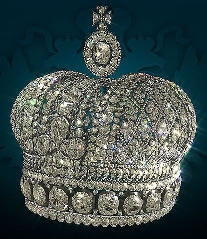 Another picture of THE SMALL IMPERIAL CROWN OF RUSSIA - Oppositely to other Imperial regalia the Small Imperial crown belonged to the Empress that wore it. This crown was created in 1856 by Russian Court Jeweler and made from silver and diamonds to Alexander II's wife, Maria Alexandrovna who later presented it to her beloved daughter-in-law Dagmar-Minnie-Marie Feodorovna.