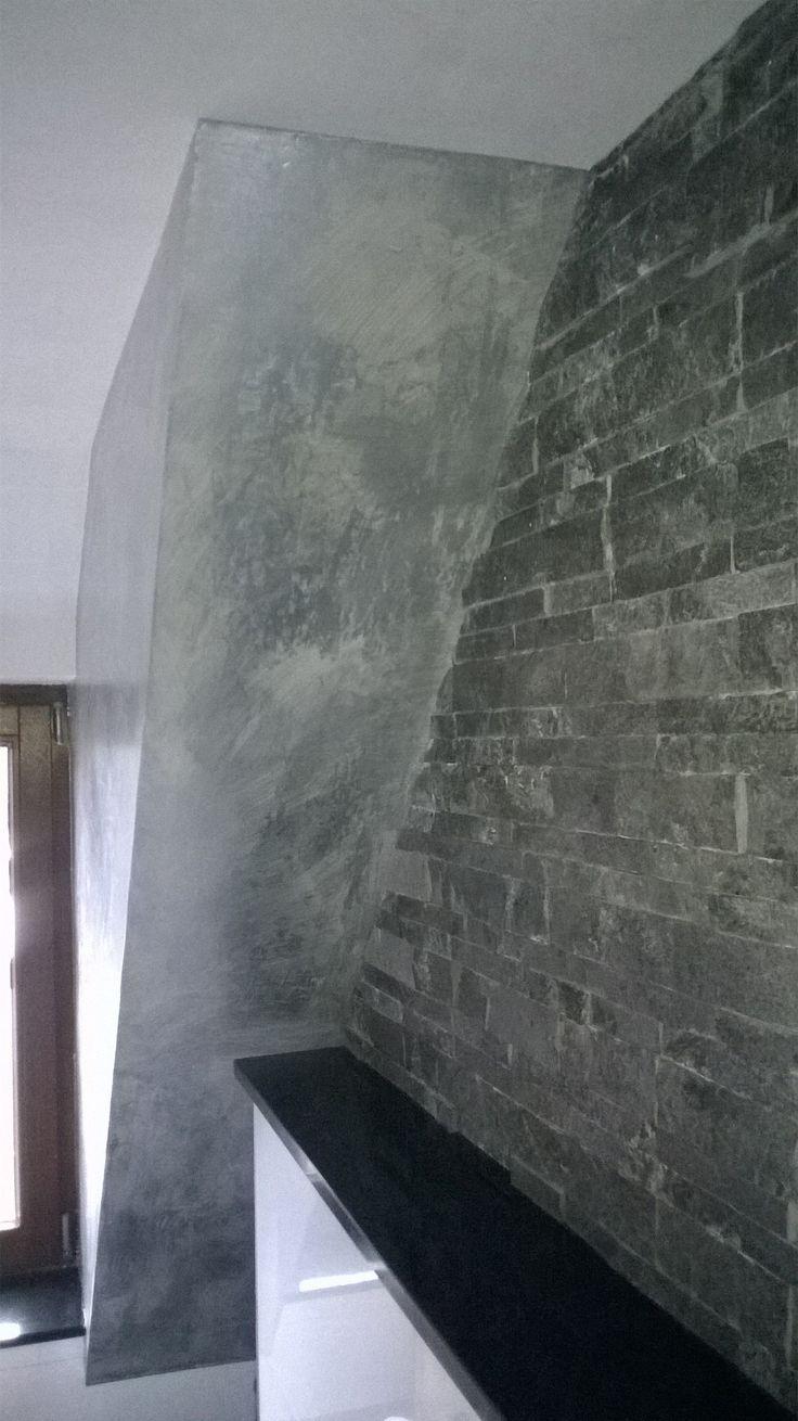 Badgestaltung - Eine Wand in Betonlook mit Silberlasur veredelt - Volimea Wandbeschichtung made by Maler Tommaso aus Lippstadt bei Paderborn Kreis Soest