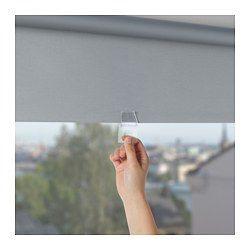 La tenda è priva di corda, per una maggiore sicurezza dei bambini. La tenda oscurante ha uno speciale rivestimento che non lascia filtrare la luce. Si può fissare sia all'interno che all'esterno del telaio della finestra, oppure al soffitto. Puoi tagliare il lato destro della tenda a rullo per adattarla alla tua finestra.