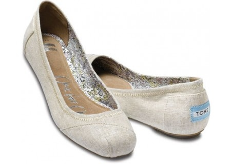 TOMS Linen Ballet Flats.  I'm so getting this pair! :)
