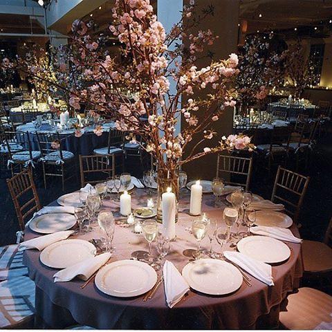 【fujisuzu8】さんのInstagramをピンしています。 《拾い画ですが、披露宴でとてもとてもしたいテーブルコーディネイト♥︎ 時期的に桜は無理なんだけど…安田美沙子ちゃんがしててすごーく憧れ! #テーブルコーディネート #ウェディング #プレ花嫁 #結婚式 #披露宴 #桜 #wedding》