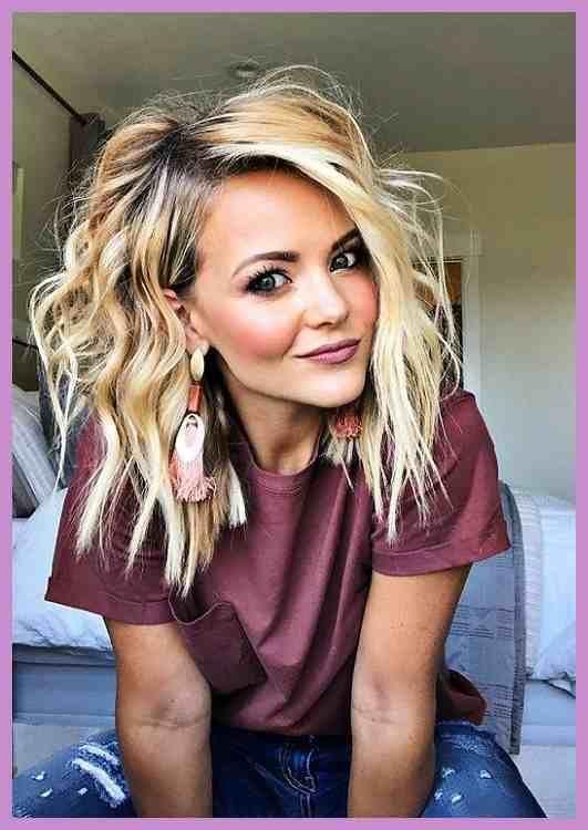 Frisur Damen 2019 | t75 Es gibt Ideen über einfache Haarmodelle auf unserer Website. Holen Sie sich eine Menge Informationen über Stricken, Locken und Haarnoppen von der Seite. #frisuren #hairstyle #einfachefrisuren #love #like #mode #damen #kurzehaare #kurzhaarfrisuren #kurze #haare #kurzhaarschnitt #haarschnitt #kurzhaarfrisur #frisuridee #inspiration #stylingidee #kurz #frisur #pixie #shoutout #bobfrisuren #BohoChicFrisurenfür #Einfachste – #auf #BobFrisuren #BohoChicFrisurenfür #Damen #der