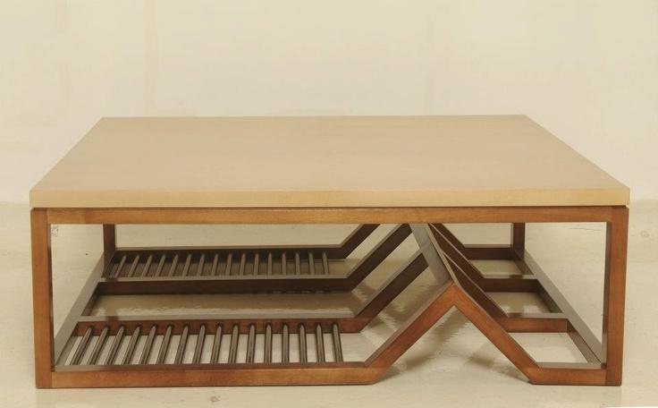 Mesa baja con tapa de pergamino
