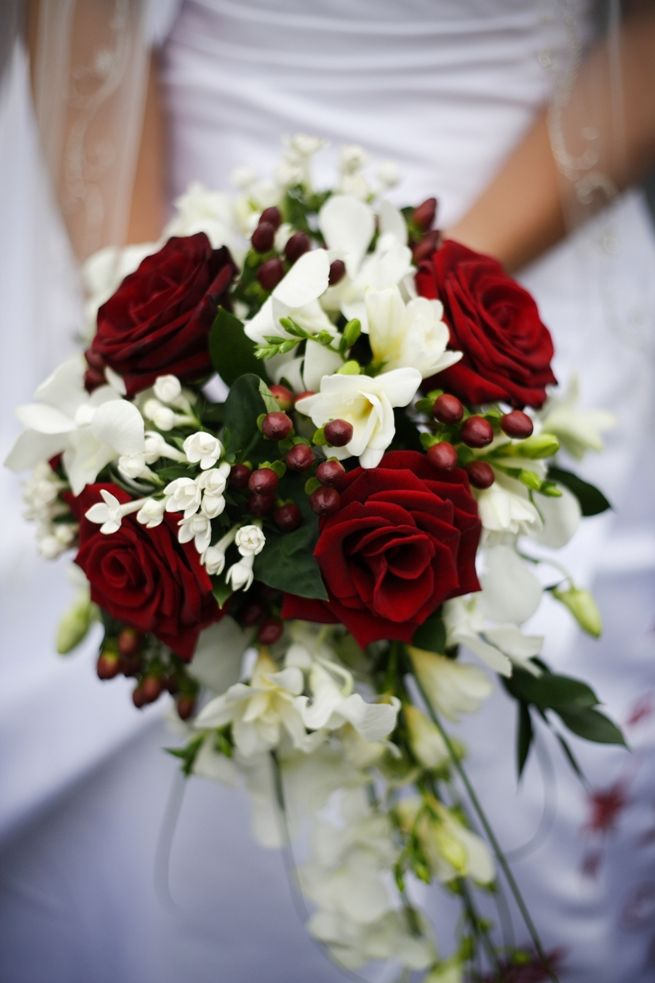 i like the berries in this... red & white bouquet