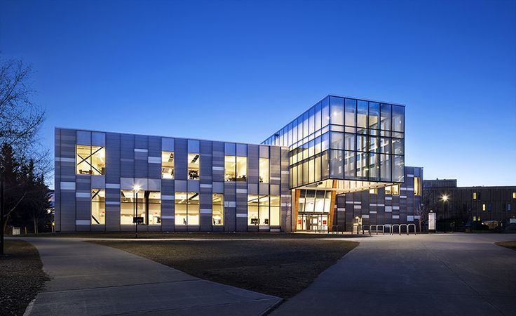On the bones of an old art museum at the University of Calgary, Diamond Schmitt Architects (DSAI) have designed a new hub of learning. At the nexus of a new campus gateway, the Taylor Institute of Teaching and Learning is also at the center of a move, Plus all that glass at night...YES!!.....RR
