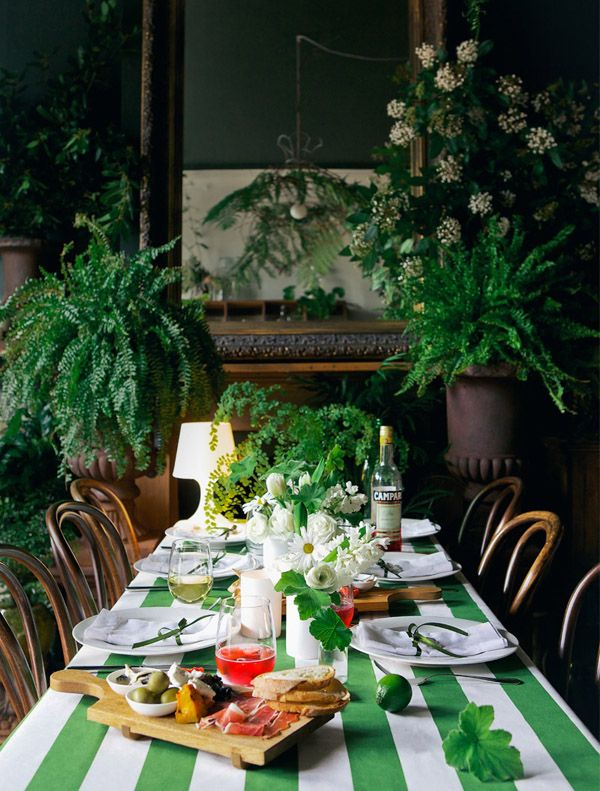 PrunellaTable: Dining Rooms, Green Interiors, Design Homes, Tables Sets, Summer Dinners, Design Files, Green Stripes, Green Party, Party Tables