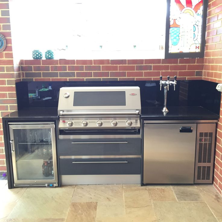 Outdoor Kitchen with underbench Kegerator