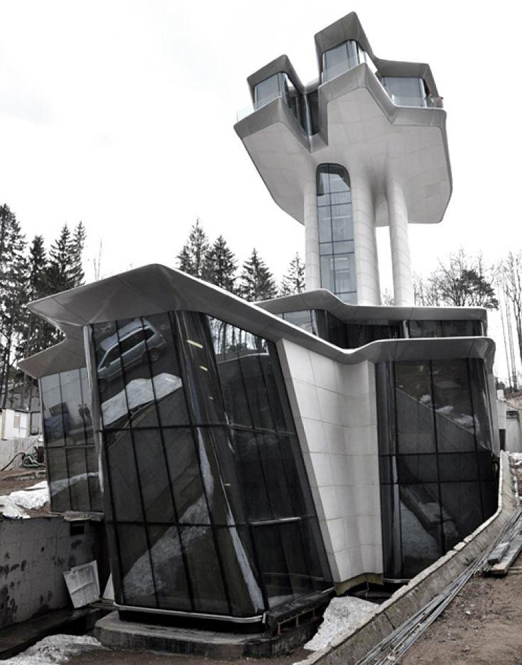 bilionário russo Vladislav Doronin encomendou Zaha Hadid para projetar uma casa em Moscou, na Rússia por sua suposta   namorada supermodelo Naomi Campbell. a morada nave espacial, está situado em Barvikha,