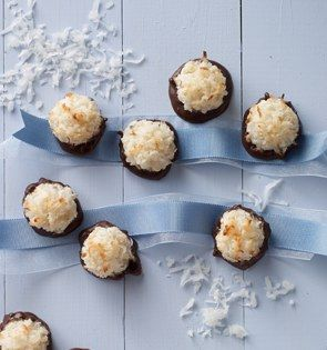 Check out this delicious recipe for Chocolate-Bottom Macaroons from 25 Merry Days at Kroger!