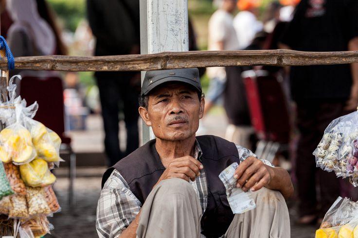 Dua Ribu Rupiah Masihkah Berarti? | Ditrotoar, Street Photography