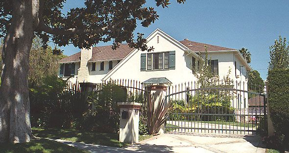 Actress Hedy Lamarr owned this house on Canon Drive, Beverly Hills before she sold it to actor Leslie Howard, who played Ashley Wilkes in 'Gone With the Wind