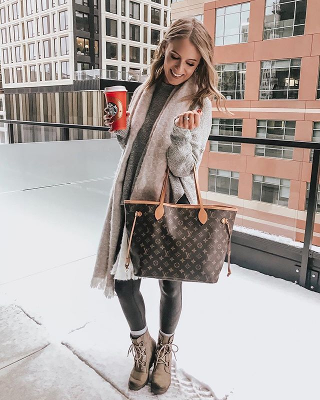2b7d01009 NEW YEAR. NEW BAG. We are GIFTING $1000 to one lucky lady so she can go buy  herself a LOUIS VUITTON (or whatever she wants!). One person will receive  the ...