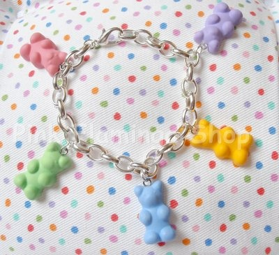 Gummy bear charm bracelet! perfect for your summer *_* avaliable here http://www.misshobby.com/it/oggetti/bracciale-charms-con-orsetti-gommosi-haribo-in-fimo