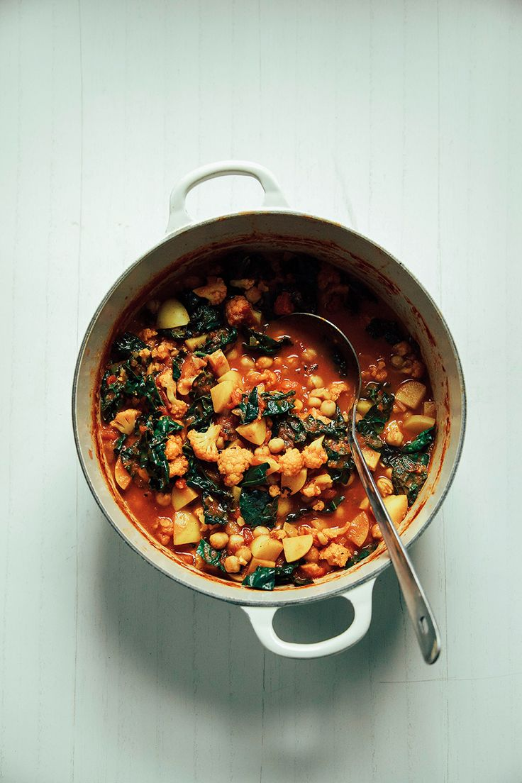 cauliflower, kale + chickpea curry pot