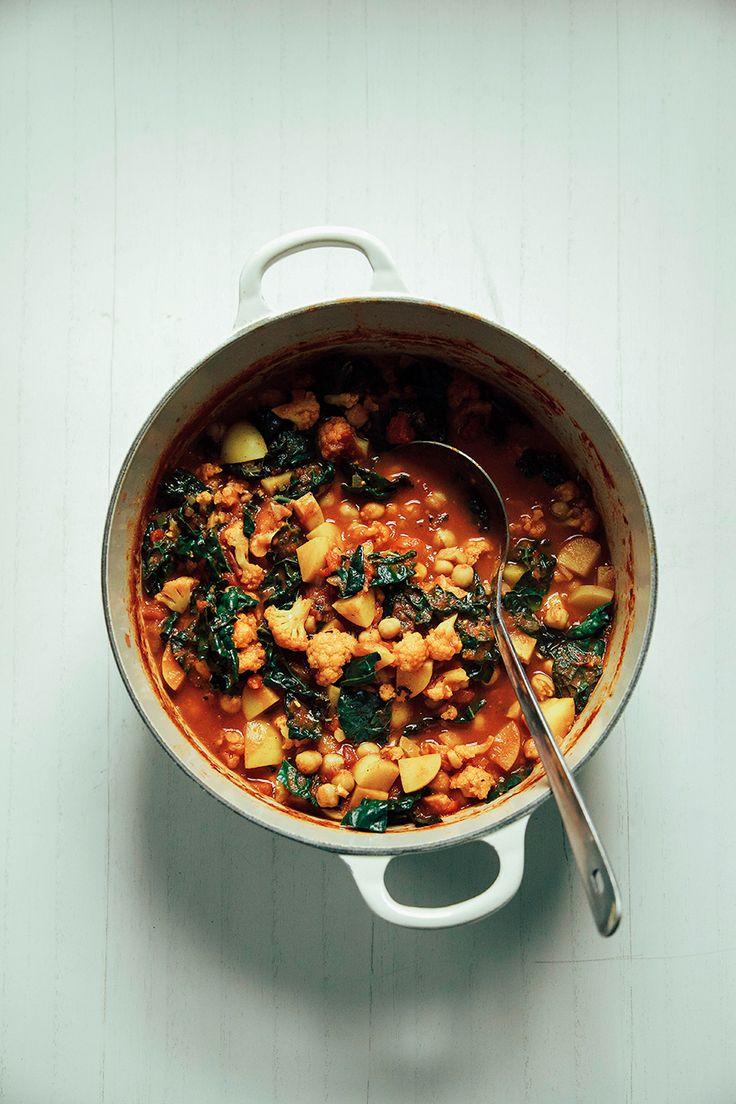 cauliflower, kale + chickpea curry pot