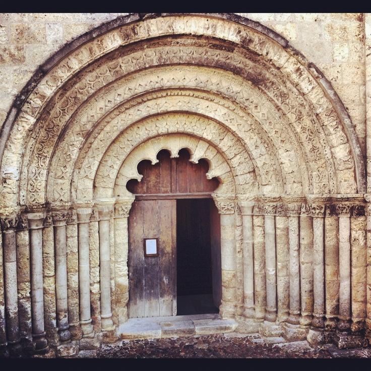 Le portail Roman de l'Eglise Saint-Jacques à Aubeterre-sur-Dronne : un chef d'oeuvre de l'art roman en #charente