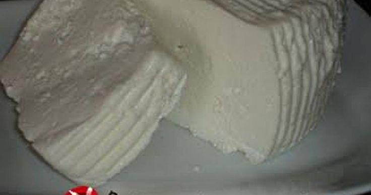 Εξαιρετική συνταγή για Σπιτικό Ανθότυρο. Πανεύκολο και Πεντανόστιμο σπιτικό ανθότυρο. Με 3 απλά υλικά. Λίγα μυστικά ακόμα Μπορείτε να αλατίσετε ή να το κάνετε πιο ξινό με λεμόνι το τυρί. Απλά όταν το βγάλετε απο το ύφασμα προσθέστε ό,τι θέλετε και ανακατέψτε καλά. Δεν πειράζει άμα χαλάσει η φόρμα του γιατί μπορείτε να το φορμάρετε και πάλι.
