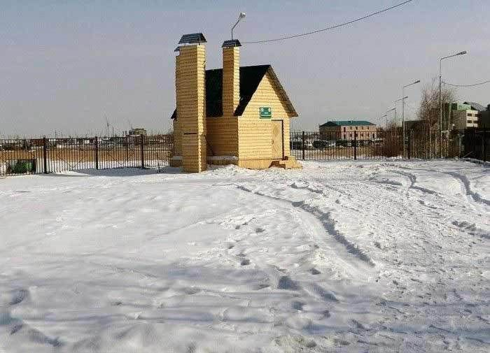 В Якутске, самом холодном городе на планете, есть неприметный деревянный домик, который вряд ли привлечёт пристальное внимание неосведомлённого человека. Под этим крохотным неприметным домиком нахо…