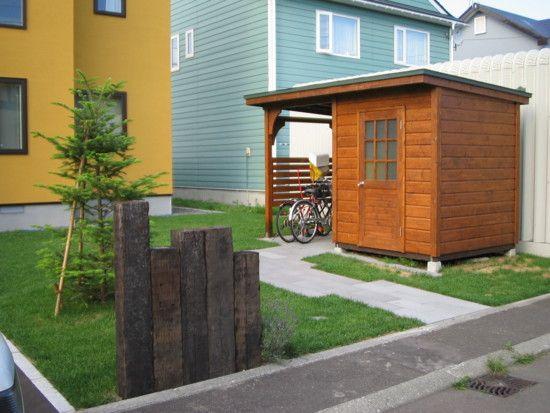 自転車小屋付きの木製物置 自転車スペースが1800×1800 物置スペースも1800×1800