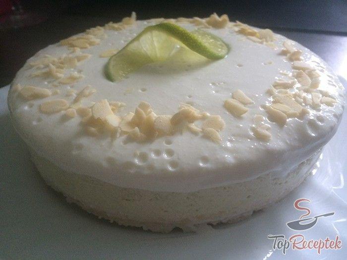 Mandulás-kókuszos alap, frissítő lime réteg krémes joghurttal. Cukor, tojás és sütés nélkül. Nagyon egyszerű, egészséges édesség, érdemes kivárni, amíg elkészül ez a páratlan frissítő lime-torta.