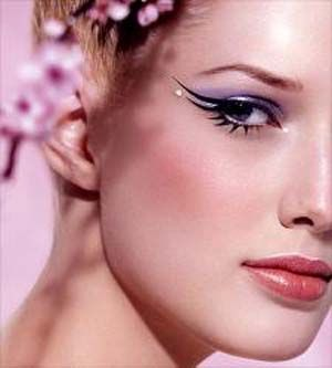 Top 10 Easy Makeup Tips to Make you Look Younger