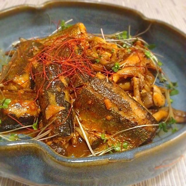 コチュジャン煮、サバでは作ってたけど、秋刀魚でなんて考えたことなかった〜ヽ(≧▽≦)ノ 早く作りたくて作りたくて、やっとこ作れました。 韓国唐辛子ちょい足しで〜 キノコたっぷりなのも秋らしくて最高です  一週間に2度も秋刀魚なんて今までしたことなかったけど、全然問題なしです♪(๑ᴖ◡ᴖ๑)♪SD万歳ヽ(≧▽≦)ノ 感謝感謝です♡( ᵕ̤ૢᴗᵕ̤ૢ )♡  くみさん、めっちゃタイプなお料理教えてくれてありがとう〜ヽ(≧▽≦)ノご馳走さまでした  先に作ってたみなさま、食べ友お願いします(人•ᴗ•♡) - 222件のもぐもぐ - くみさんのサンマとキノコのコチュジャン煮♡ by Mayutak