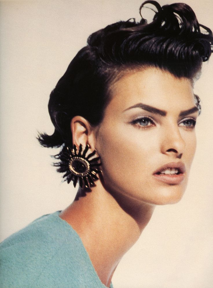 "lalinda-evangelista: "" From the book '' Hairstyle'' by Amy Fine Collins Linda Evangelista by Peter Lindbergh """
