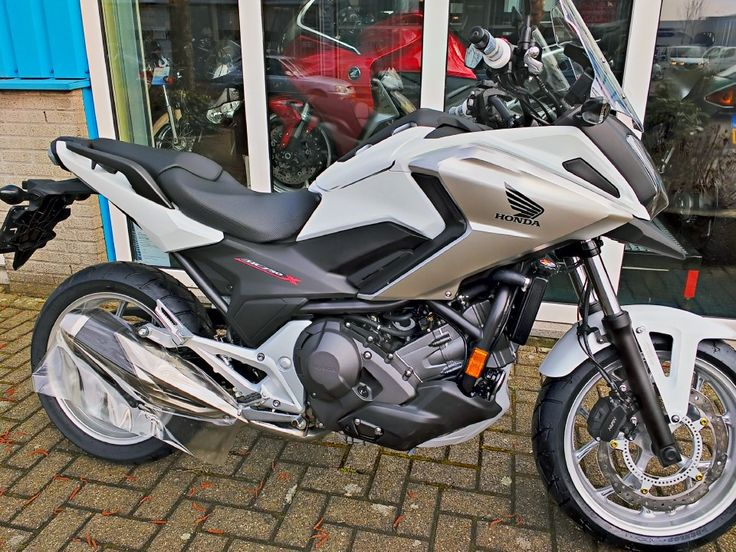 Honda NC750X 2018. Bakker Motors Zaandam www.bakkermotors.nl