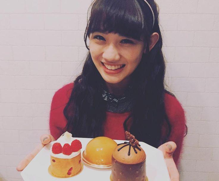 ケーキっケーキっ みんなはケーキ食べた〜? #お友達ヘアメイク #三つ編みからの〜 #ふわふわハーフアップ(o^^o) #こんな女子力が欲しい… 秋本帆華(チームしゃちほこ)